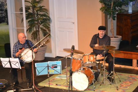 Old Merry Tale Jazz Band im Theater Wedel - Schlagzeug, Banjo